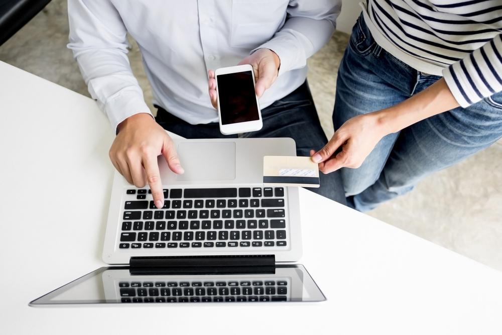 Comment ouvrir un compte bancaire auprès d'une banque en ligne ?